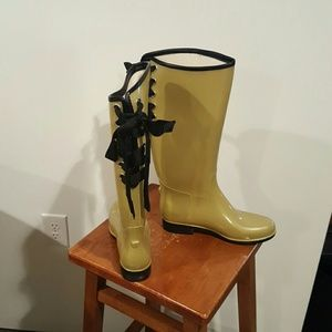 Shoes - Really cute rain boots never worn